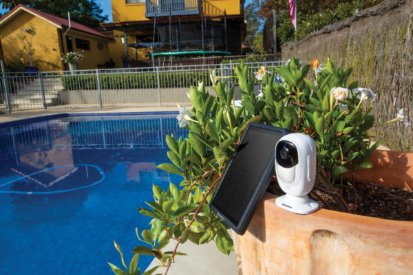 App Cam Solo+ with Solar Panel (SPS-01) next to pool